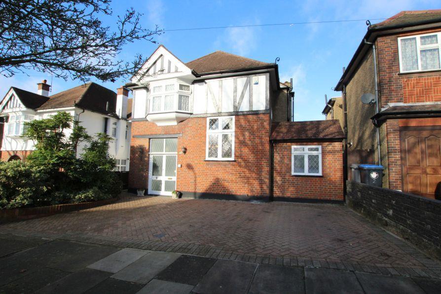 3 Bedrooms Detached House for sale in Trevelyan Crescent, Kenton HA3 0RL
