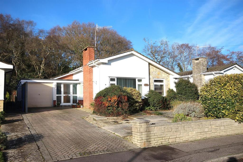 3 Bedrooms Detached Bungalow for sale in Silverdale Close, Broadstone