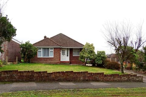 3 bedroom bungalow for sale - Bassett Green Close, Southampton