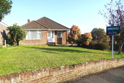 3 bedroom bungalow for sale - Bassett Green Close, Southampton