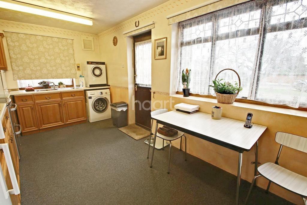 3 Bedrooms Bungalow for sale in Wingletye Lane, Hornchurch