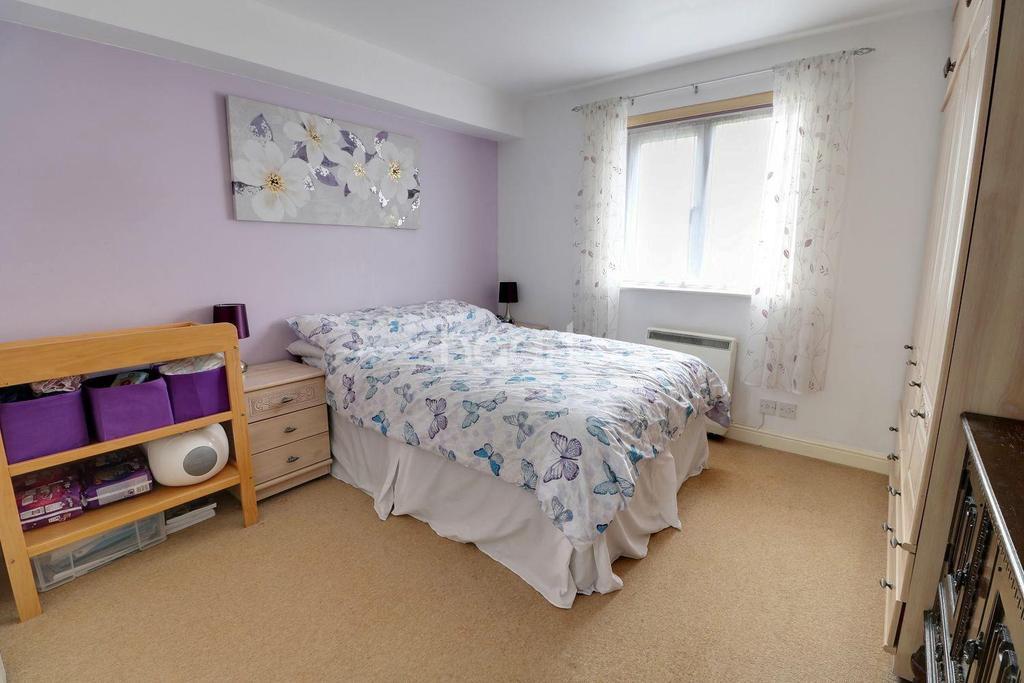 2 Bedrooms Flat for sale in Kirkland Drive, Enfield, EN2