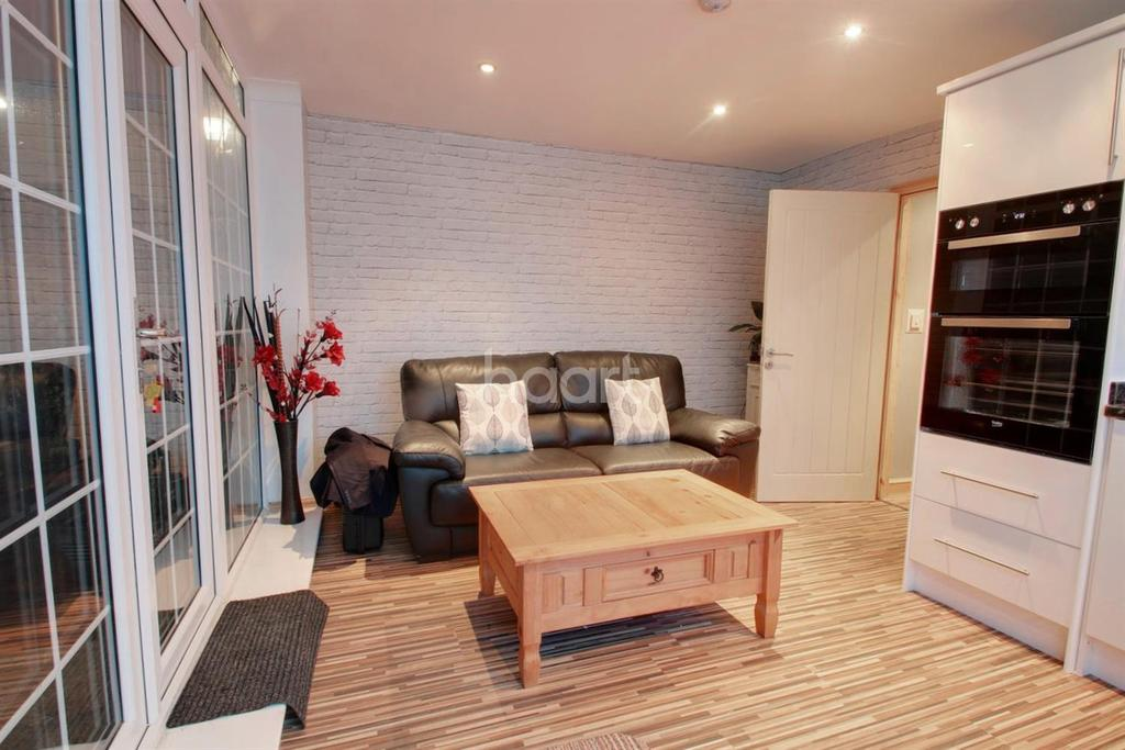 4 Bedrooms End Of Terrace House for sale in Cowdray Way , Hornchurch