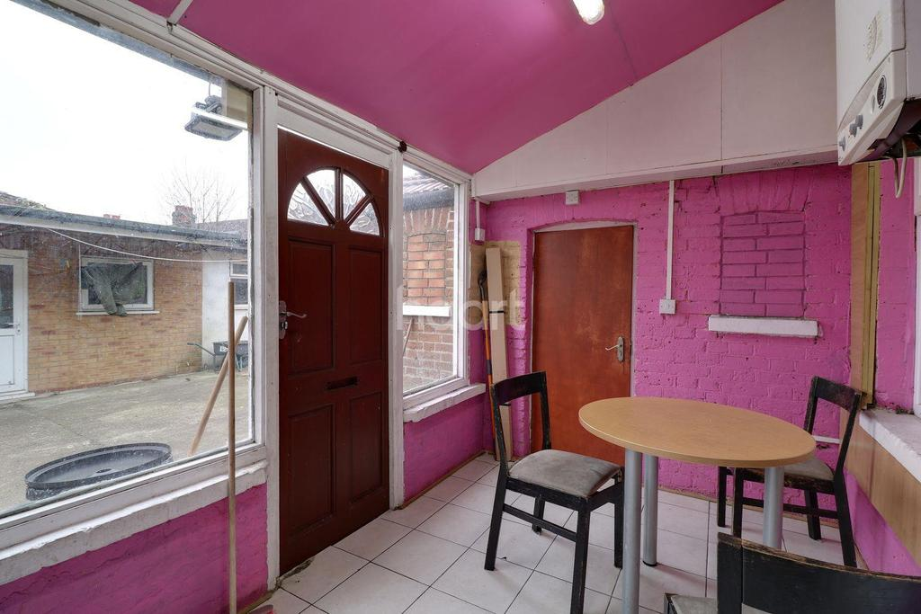 3 Bedrooms Terraced House for sale in Southall