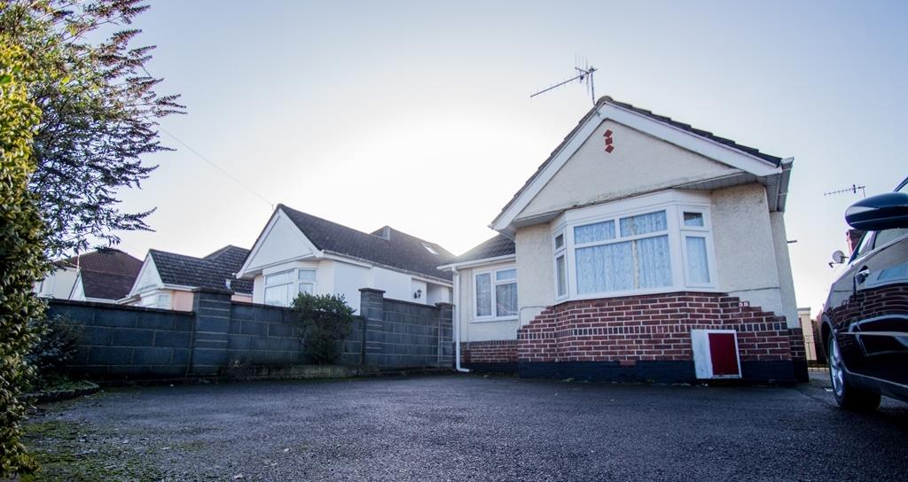 2 Bedrooms Bungalow for sale in Dorchester Road, Poole, BH15