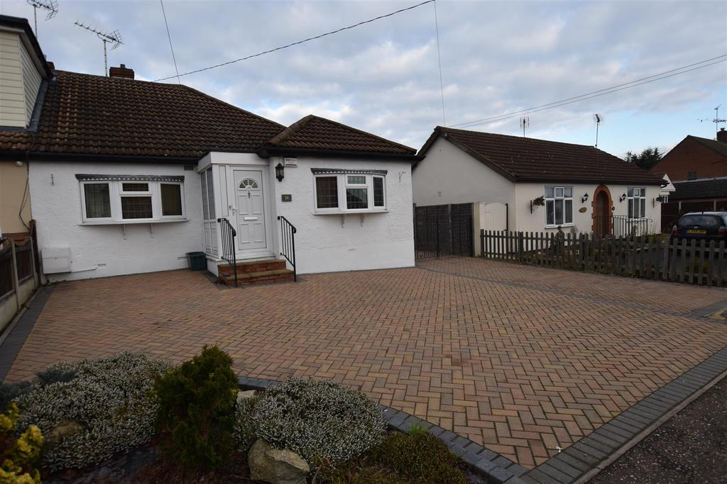 3 Bedrooms Bungalow for sale in Albert Road, South Woodham Ferrers, Chelmsford