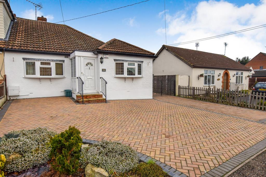 3 Bedrooms Bungalow for sale in Albert Road, South Woodham Ferrers, Chelmsford