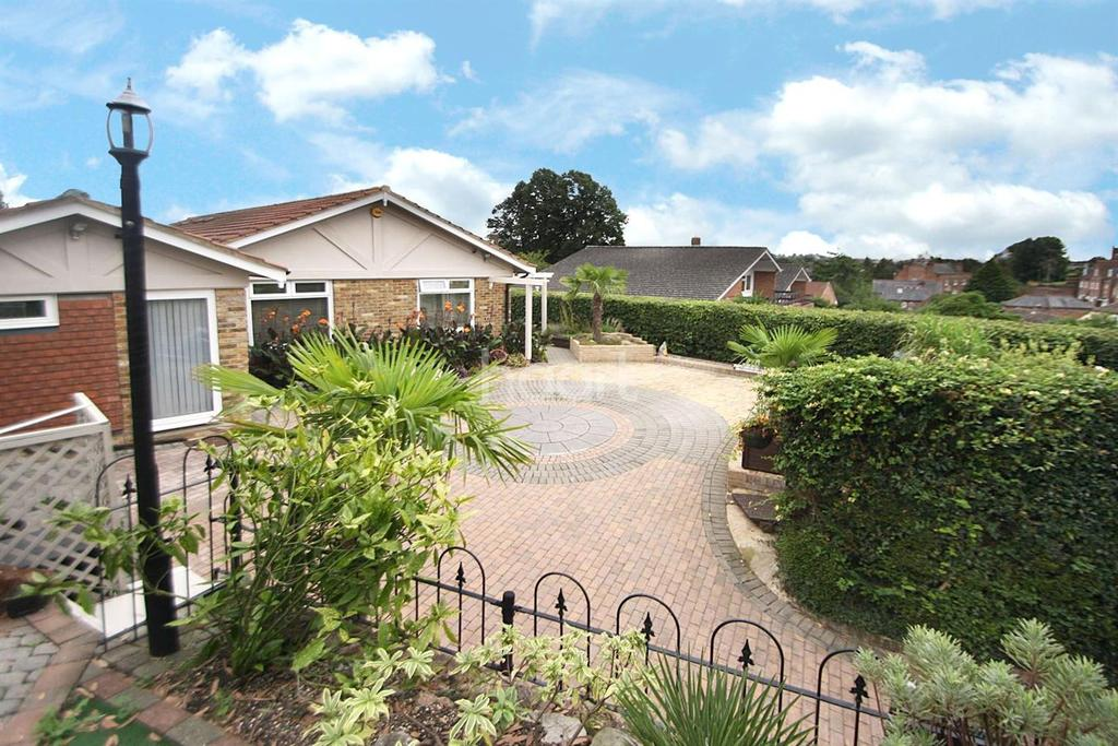 4 Bedrooms Bungalow for sale in Bishop's Stortford