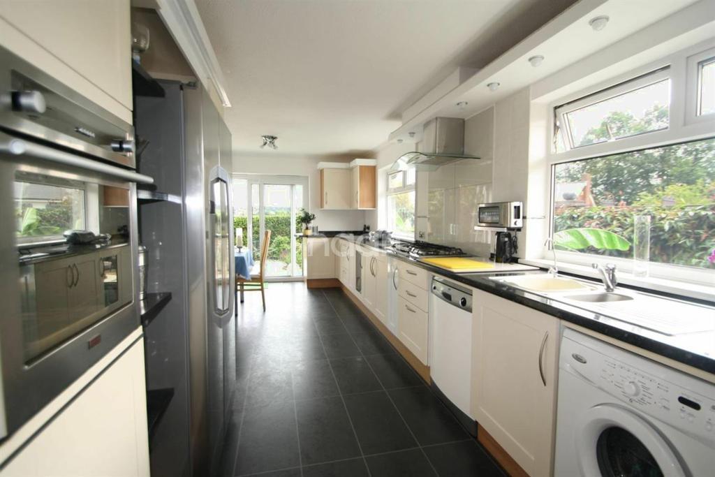 4 Bedrooms Bungalow for sale in Bishop's Stortford