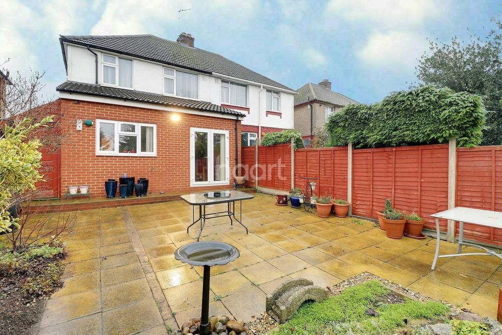 3 Bedrooms Semi Detached House for sale in Make An Impact In Round Green