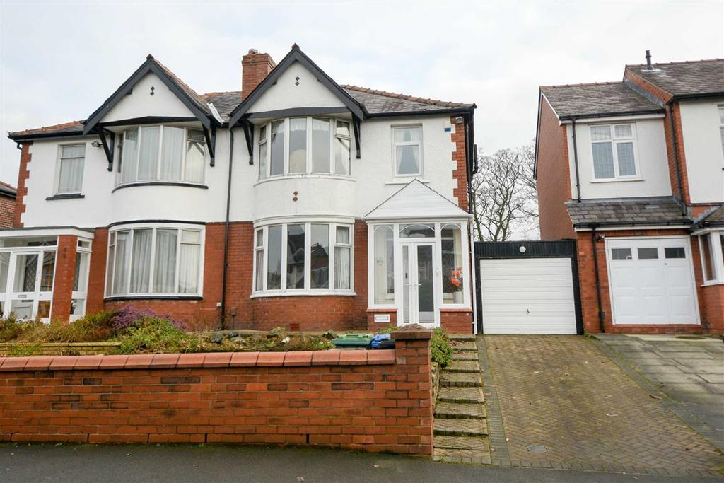 3 Bedrooms Semi Detached House for sale in Whitley Crescent, Whitley, Wigan, WN1