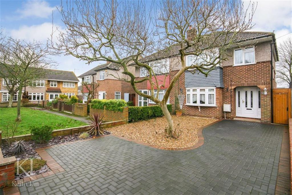 3 Bedrooms Semi Detached House for sale in Bullwell Crescent, Cheshunt