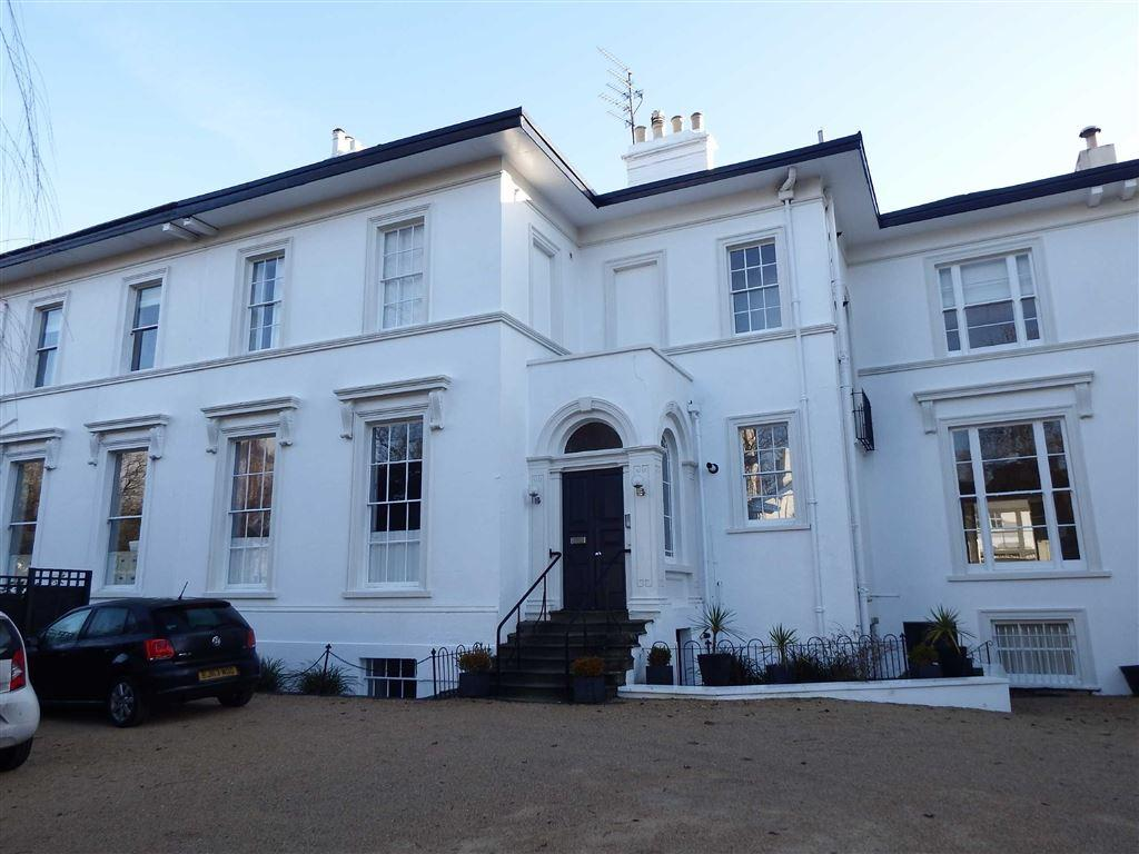 2 Bedrooms Flat for rent in The Park, Cheltenham