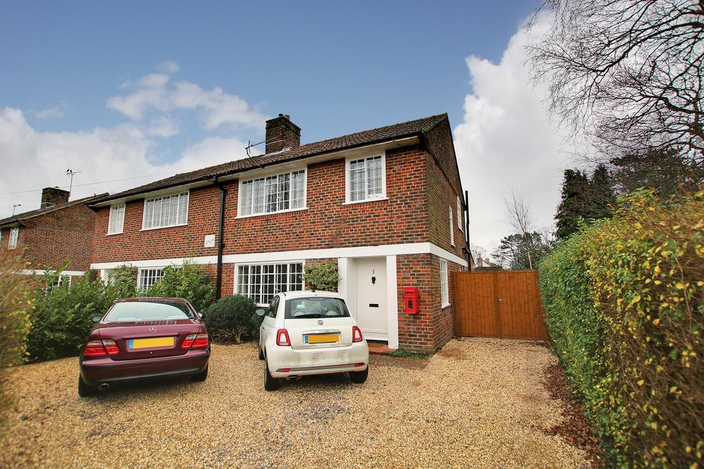 3 Bedrooms Semi Detached House for sale in Bassett Green, Southampton