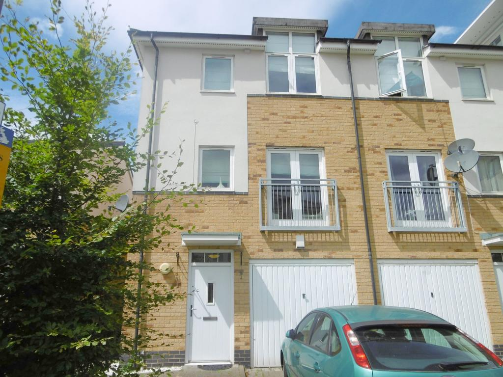 4 Bedrooms House for sale in Fairclough Close, Northolt