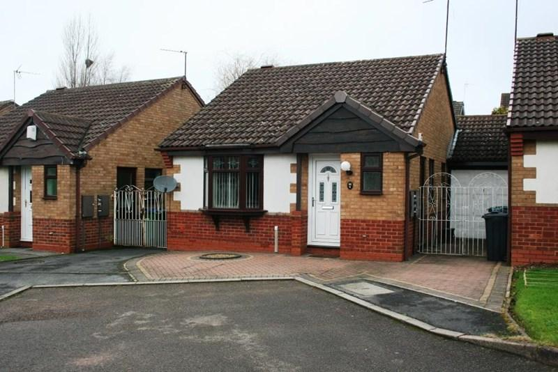 2 Bedrooms Bungalow for rent in Johnsons Grove, Oldbury