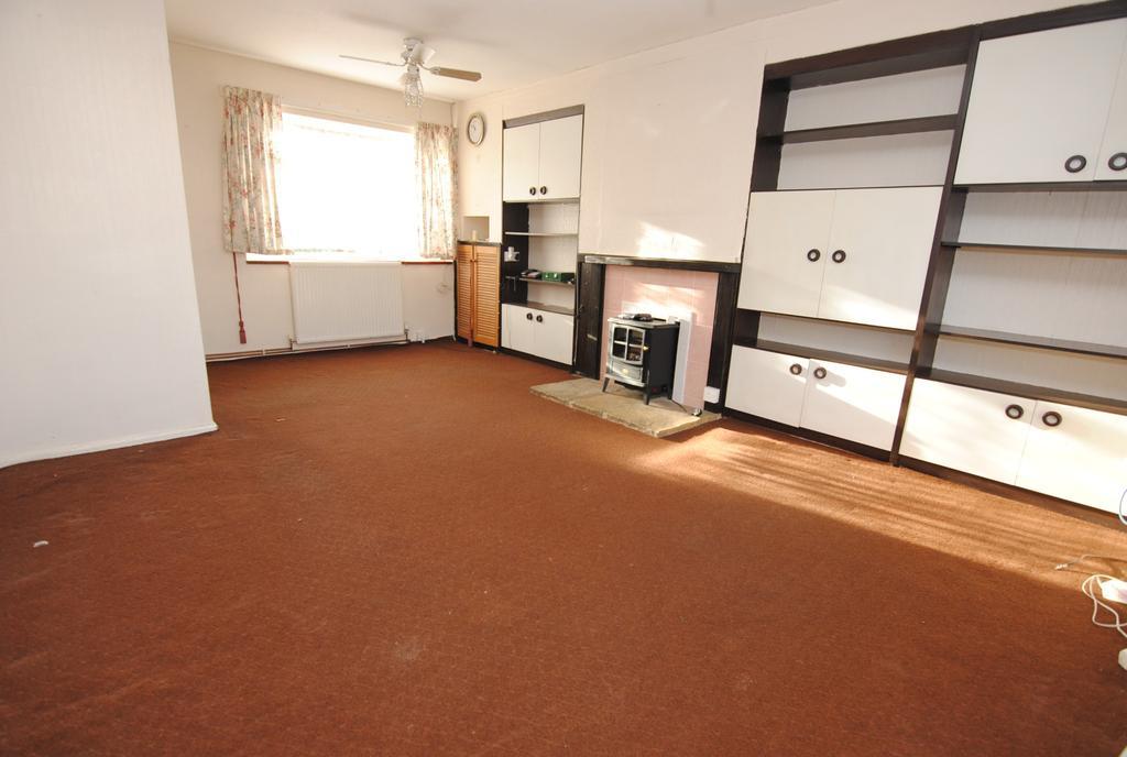 3 Bedrooms End Of Terrace House for sale in Elizabeth Road, Durrington, Salisbury. SP4 8EQ