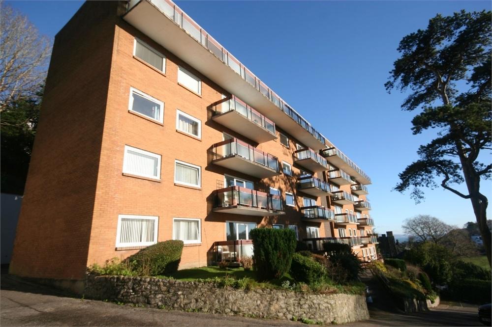3 Bedrooms Flat for rent in Callencroft Court, Newton, Swansea