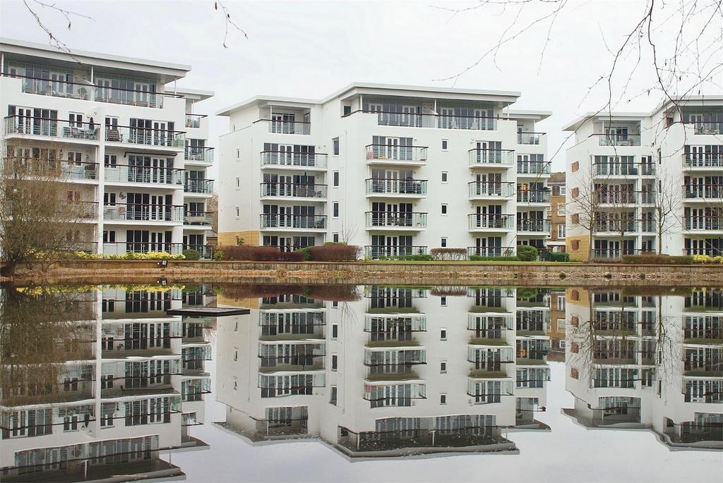 2 Bedrooms Flat for sale in Creswell Drive, Langley Waterside, Beckenham