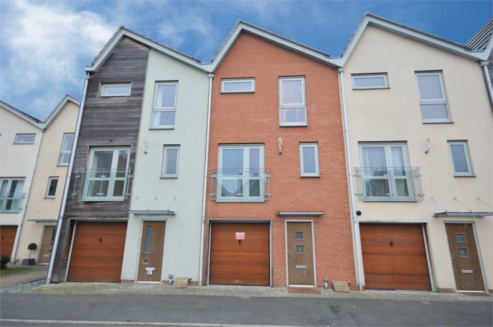 3 Bedrooms Terraced House for sale in Birdwood Avenue, Dartford