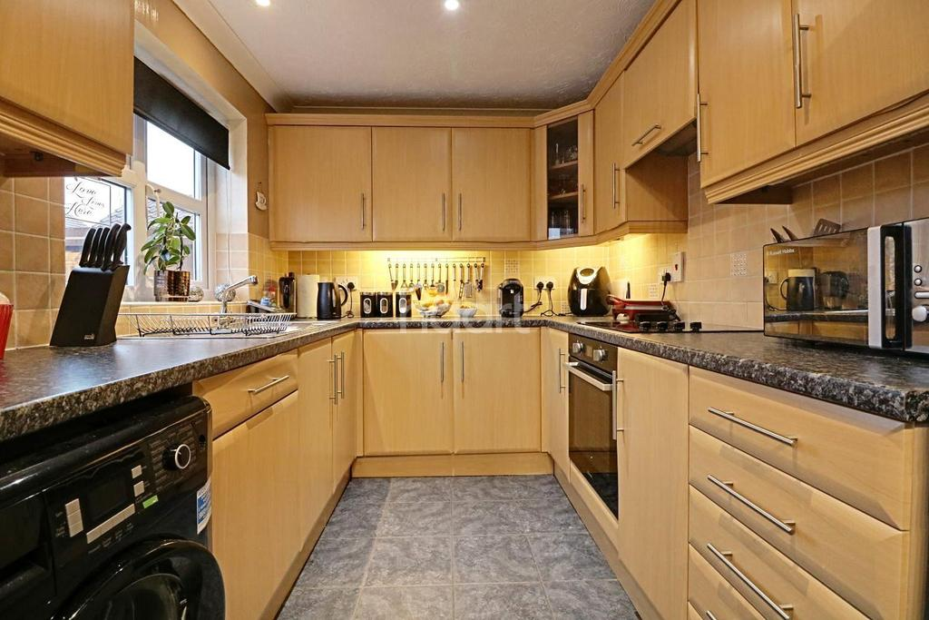 3 Bedrooms Semi Detached House for sale in Hilgay