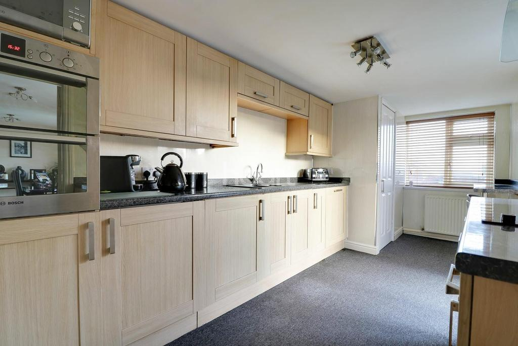 3 Bedrooms Detached House for sale in Beverley, Swindon, Wiltshire