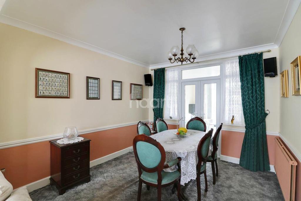 4 Bedrooms End Of Terrace House for sale in Woodcroft Crescent, Hillingdon