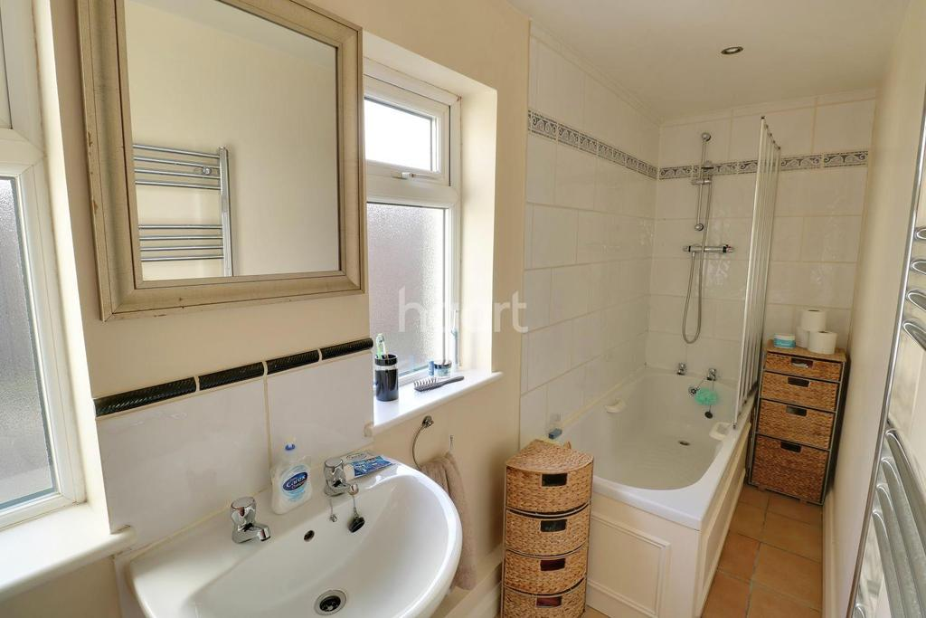 3 Bedrooms Semi Detached House for sale in Clifton Road, London, SE25