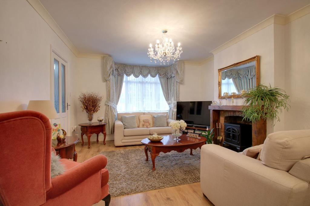 3 Bedrooms Detached House for sale in Clacton On Sea