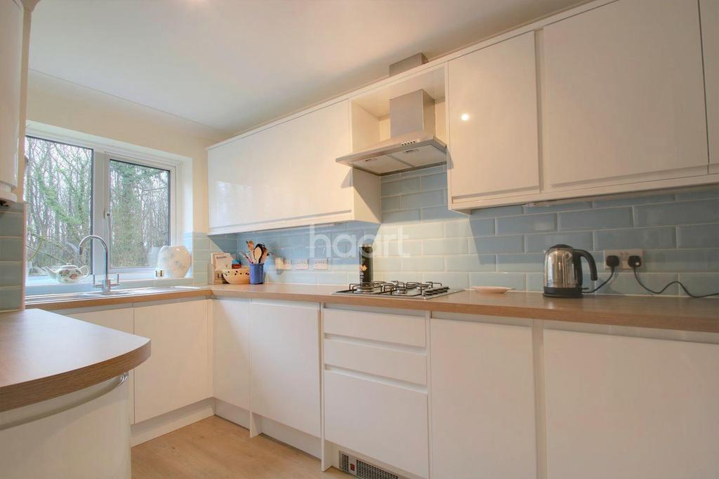 4 Bedrooms Semi Detached House for sale in Clandon Road, Lords Wood