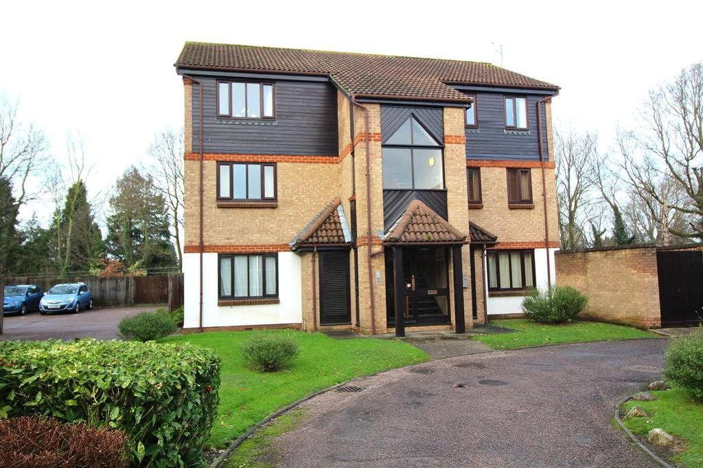 1 Bedroom Apartment Flat for sale in Redmayne Drive, Chelmsford, Essex, CM2