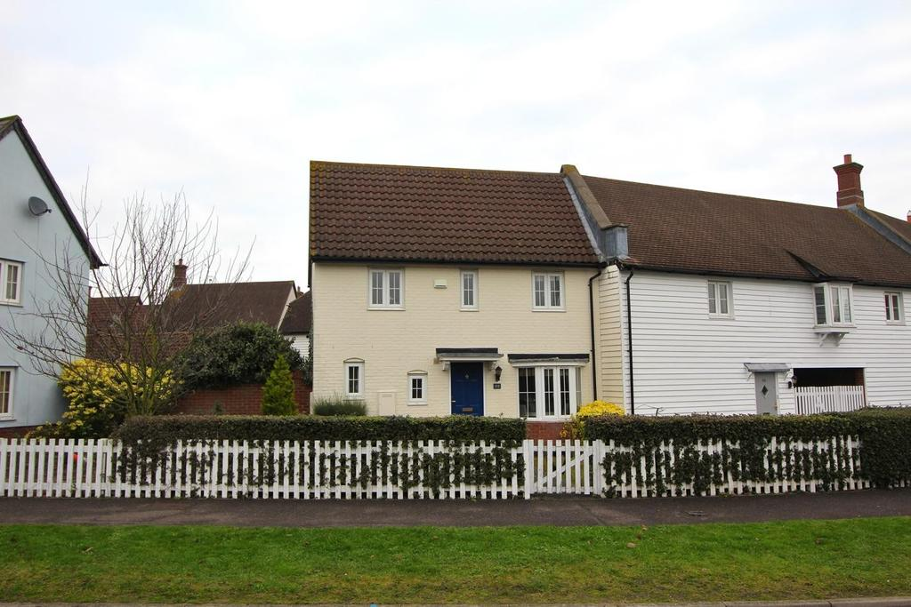 2 Bedrooms Semi Detached House for sale in Chelmer Village Way, Springfield, Chelmsford, Essex, CM2