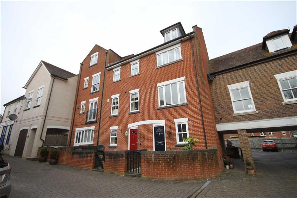 3 Bedrooms Semi Detached House for rent in Riverside Place, Fordingbridge