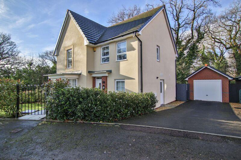 4 Bedrooms Detached House for sale in Chapel Walk, Pontypool