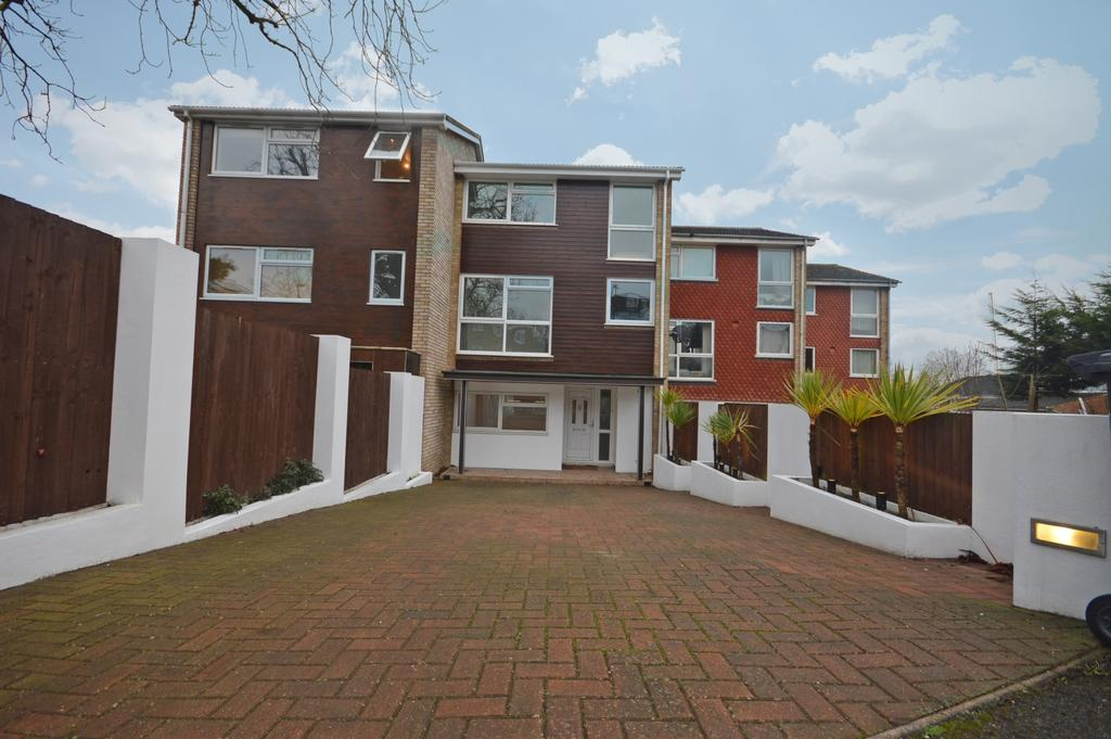 4 Bedrooms Terraced House for sale in Chilthorne Close London SE6
