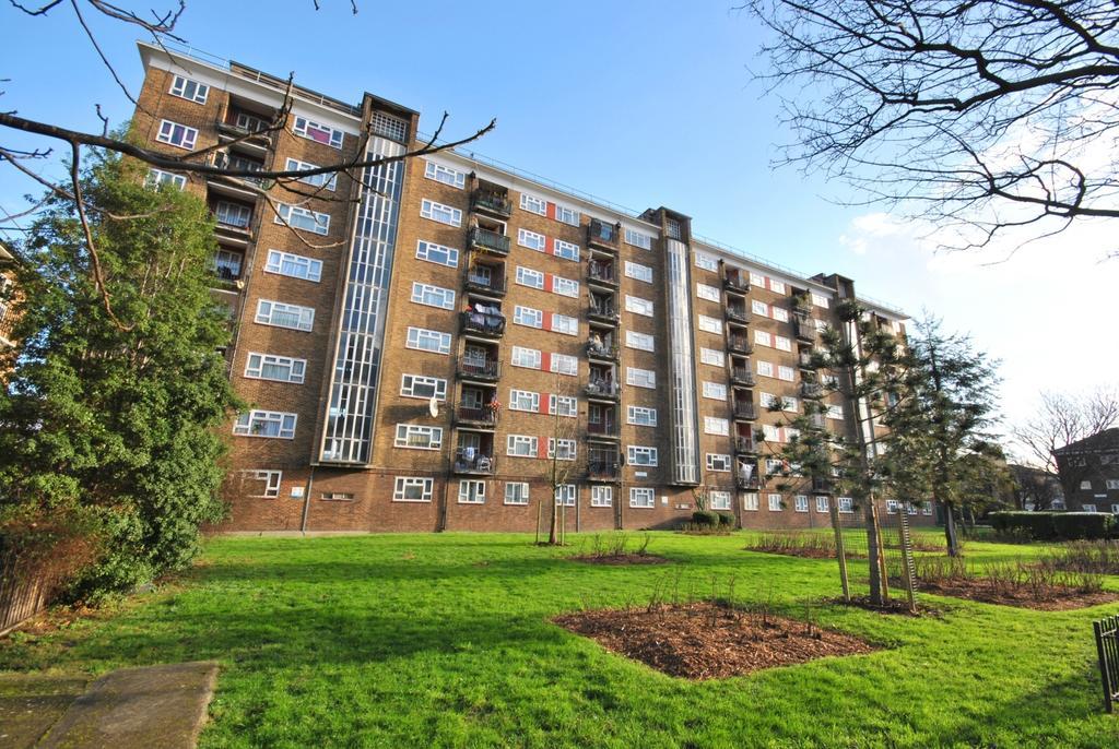 3 Bedrooms Flat for sale in Penrose Street Walworth SE17