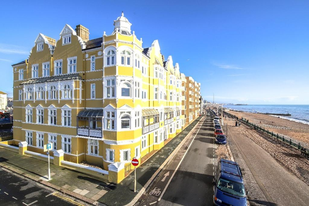 3 Bedrooms Flat for sale in Kings Esplanade Hove East Sussex BN3