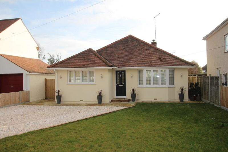 3 Bedrooms Detached Bungalow for sale in Walton Road, Frinton-On-Sea