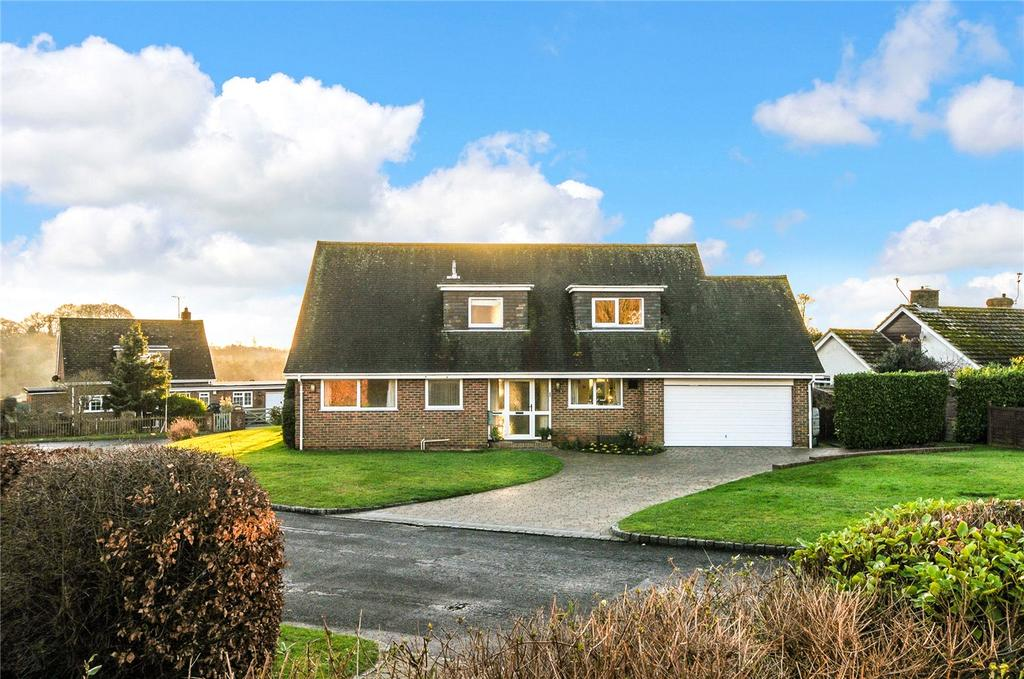 3 Bedrooms Detached House for sale in Woodland Close, Clapham, Worthing, BN13