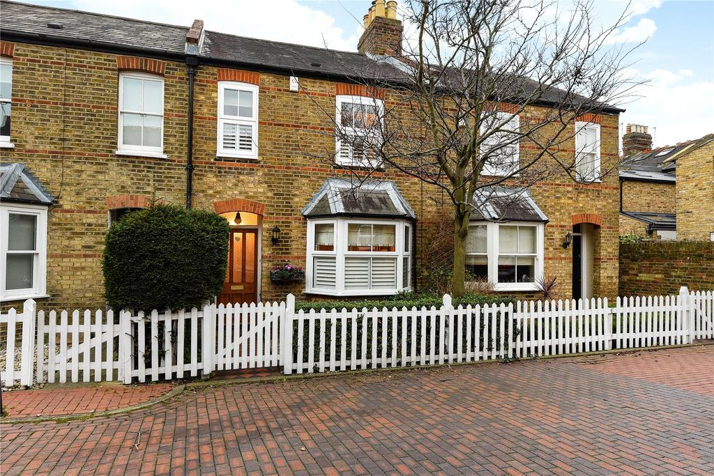 2 Bedrooms Terraced House for sale in Garfield Place, Windsor, Berkshire, SL4