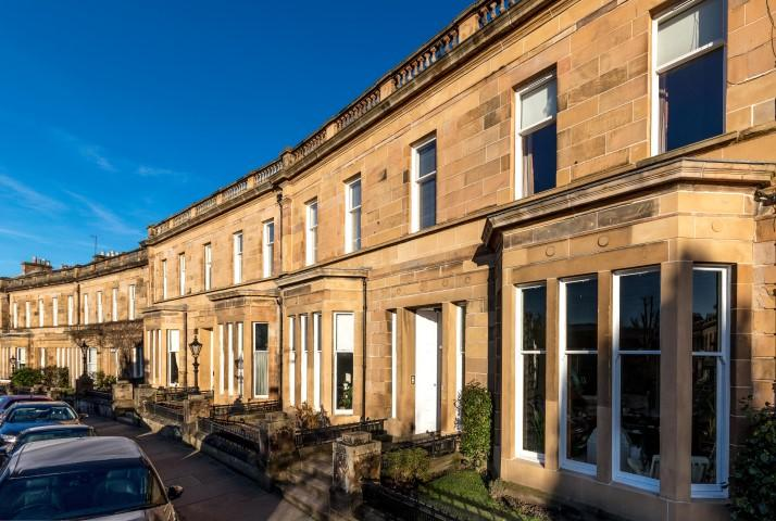 2 Bedrooms Flat for sale in 8 Cleveden Crescent, Kelvinside, G12 0PB