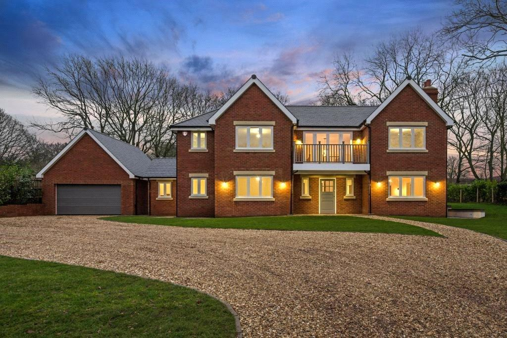 5 Bedrooms Detached House for sale in Northchurch Common, Berkhamsted, Hertfordshire, HP4
