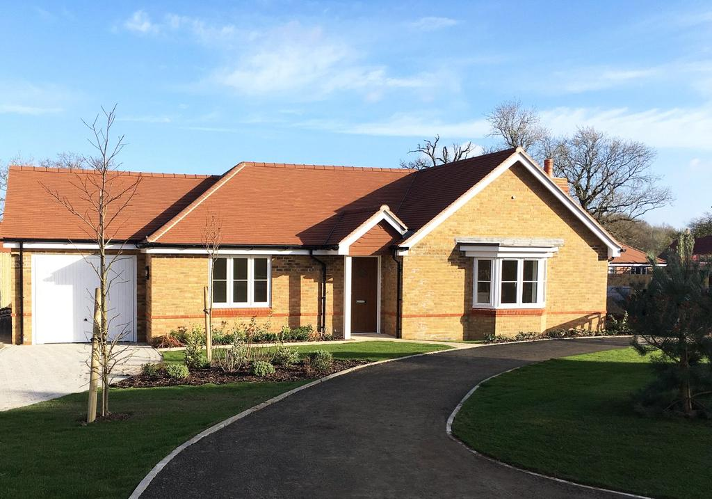 2 Bedrooms Detached Bungalow for sale in Peppard Road, Sonning Common, Reading, RG4