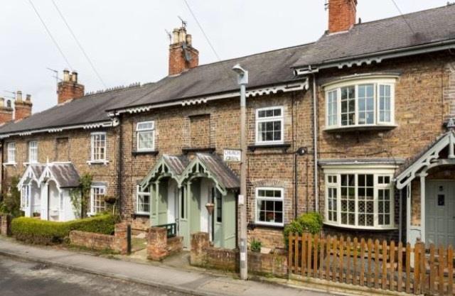 2 Bedrooms Terraced House for sale in Church Lane, Elvington, York, YO41