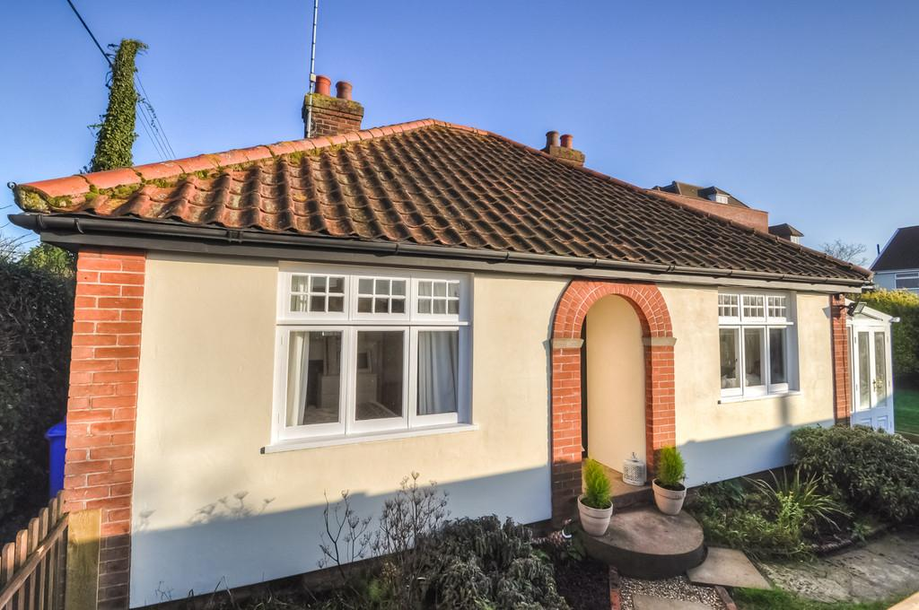 2 Bedrooms Detached Bungalow for sale in Old Station Road off Norwich Road