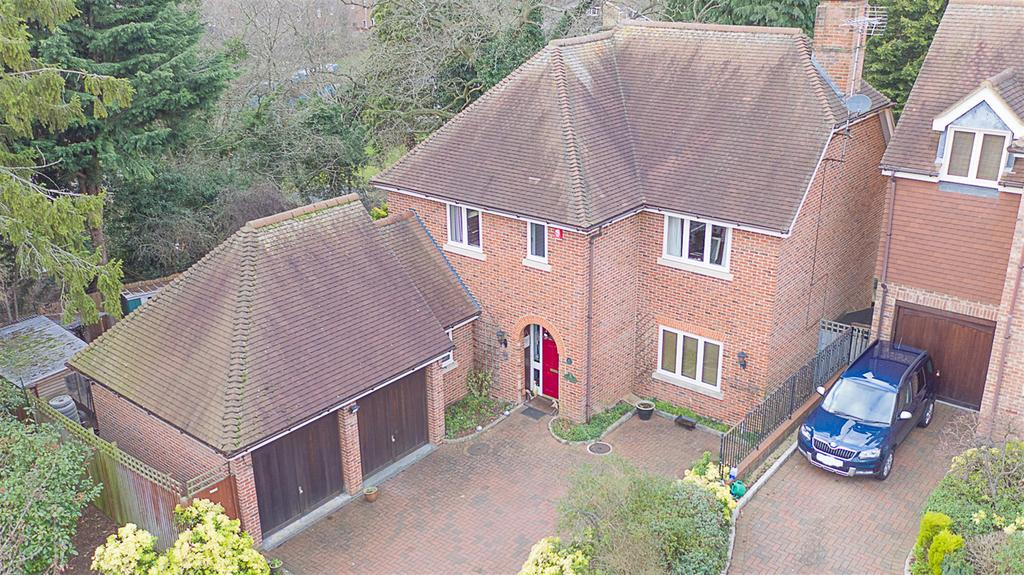 4 Bedrooms Detached House for sale in Hertford Road, Stevenage, SG2 8RS