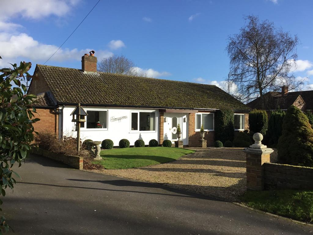 3 Bedrooms Detached House for sale in Bowling Green Lane, Buntingford, SG9 9DF