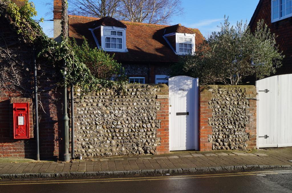 1 Bedroom Cottage House for sale in High Street, Steyning, West Sussex, BN44 3RD