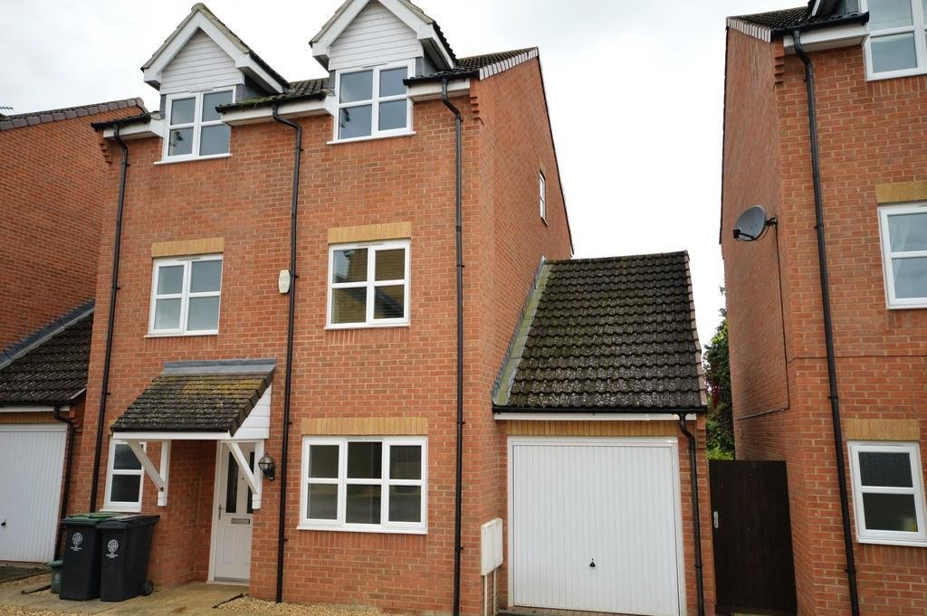 4 Bedrooms Detached House for sale in Chestnut Drive, Thrapston