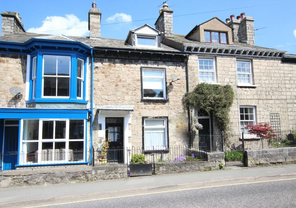 2 Bedrooms Terraced House for sale in 39 Castle Street, Kendal, Cumbria. LA9 7AD